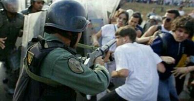 Venezuela soldier aiming at civilians